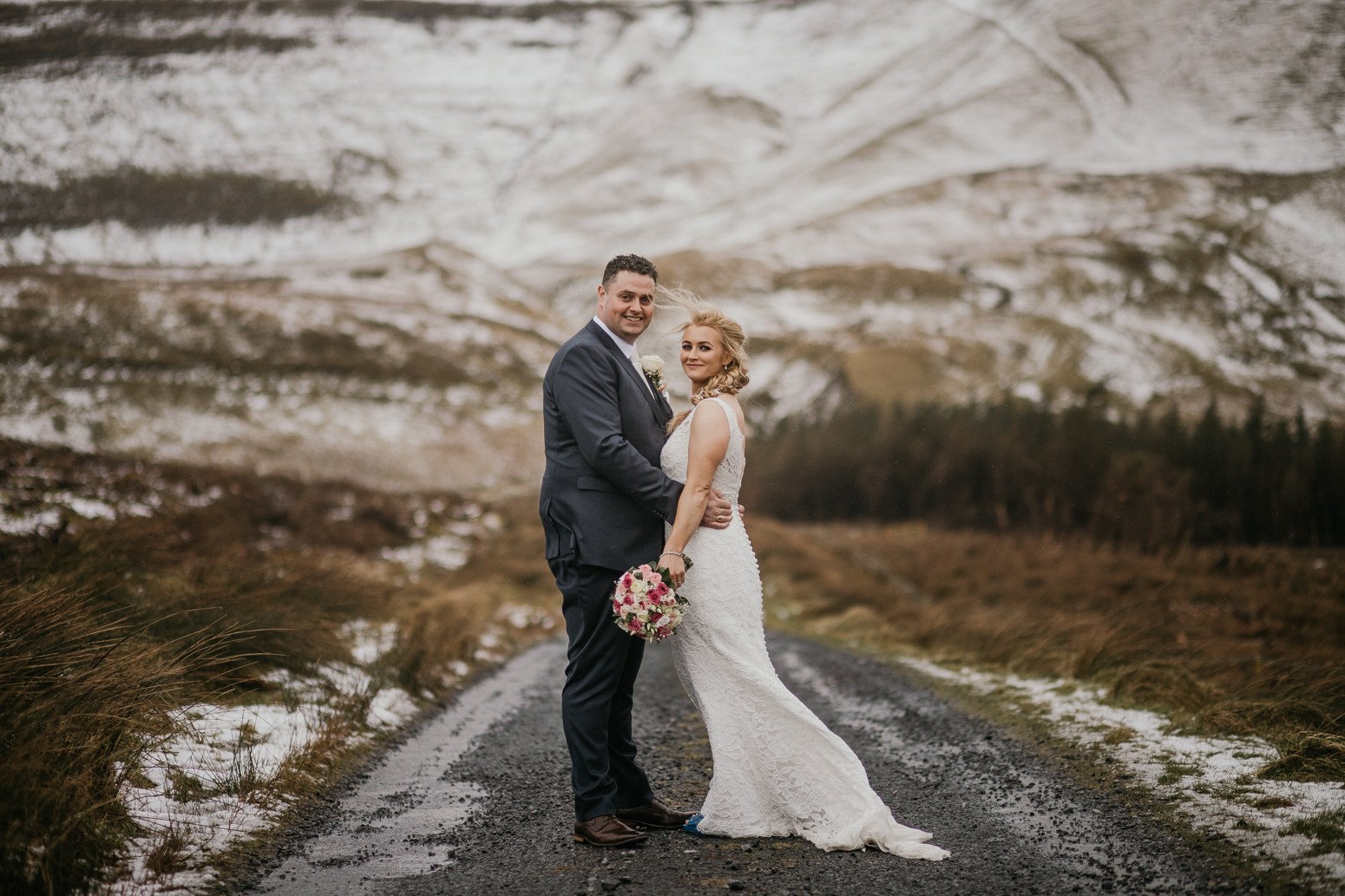 winter wedding - Photographer that takes natural photos and not posed